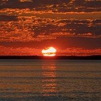 Восход солнца на Рижском залив :: Viktor Makarov