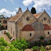 В монастыре Аркади :: Андрей K.
