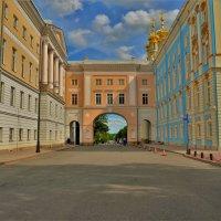 Слева Лицей,справа Дворец,прямо дорога в Сказку... :: Sergey Gordoff
