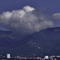 Зацепилось за гору :: Валерий Дворников