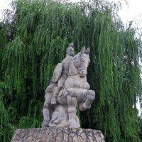 Киев, Пейзажная Аллея, Фэшн-парк — «Князь Святослав» :: Absolute Zero