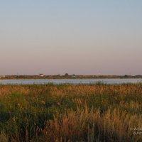 Вид на село с одного из берегов озера :: Сергей Воинков