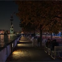 Вечер на Крымской набережной... :: Сергей Кичигин