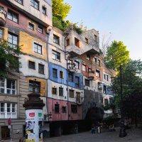 Дом Хундертвассера-Кравины. Вена. Австрия. :: Олег Кузовлев