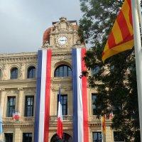 Фрагмент здания мэрии Канн в день национального праздника Франции Дня Бастилии. :: Гала