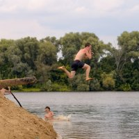 на реке... :: Геннадий Титоренко