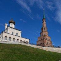 Взгляд снизу на башню Сююмбике. :: Анатолий Грачев