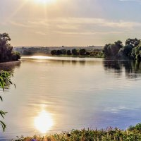 С отражением в реке... :: Юрий Стародубцев
