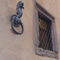 стена рука окно :: Olga