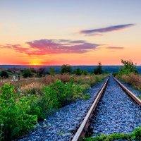 Закат на железной дороге.. :: Юрий Стародубцев