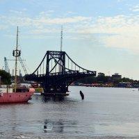 Разведёный мост :: Ольга