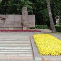 Памятник Ф.А.Полетаеву и ближайшие окрестности :: Tarka