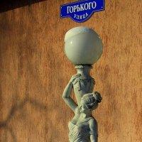 Фонарь-фонтан :: Сергей Карачин