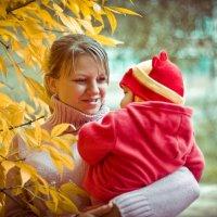с ребенком на прогулке :: Слава Китовской18-55