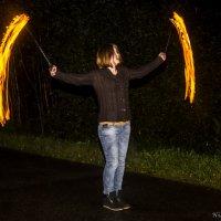 Девушка и огонь_1 :: Aleksey Donskov