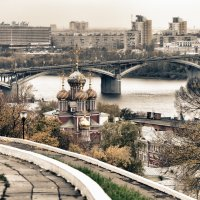 Мост, церковь, тротуар. :: Юрий Корсаков