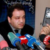 обратите внимание на обложку диска :: Mariam Simonyan