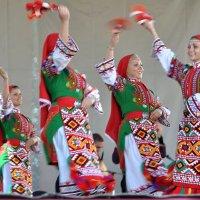 Танец делает  жизнь нашу яркой :: Ирина Данилова