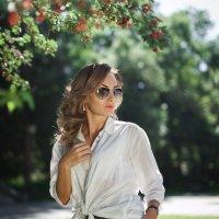 Зарина в цвете :: Батик Табуев