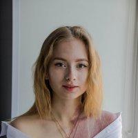 Девушка на подоконнике :: Татьяна Утюж