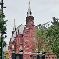 Вид на Исторический музей из Александровского сада :: Лидия Бусурина