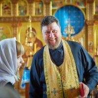 На крестинах младенца... :: Сергей Величко