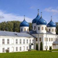 Великий Новгород, Юрьев монастырь 12-го века :: Cергей Павлович