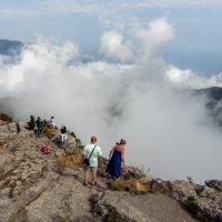 Над облаками, а что там под ними? :: Геннадий Б