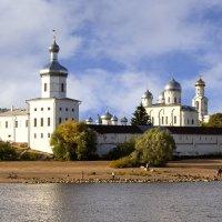Вид на св. Юрьевский монастырь со стороны реки Волхов... :: Cергей Павлович