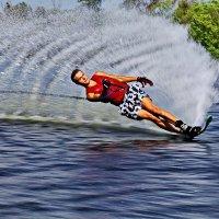 На водной лыже ты летишь... :: Petr Vinogradov