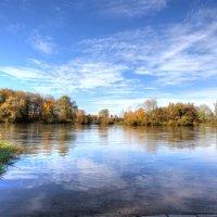 у реки :: vladimir