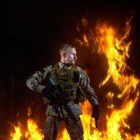 Фотосессия с огнем. Фотосессия военная. :: Zefir58 Verx