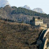 Участок Великой Китайской Стены со сторожевой башней... :: Юрий Поляков