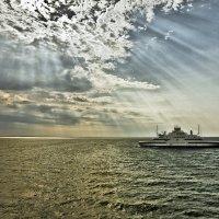 на фоне моря :: Pavel Stolyar
