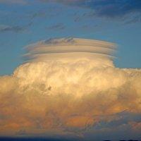 Лентикулярные облака над Иршавщиной :: Андрей Химич