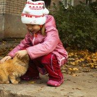 Девочка нашла своего кота :: Анастасия Позднякова