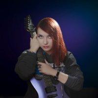 Девушка  с гитарой :: Игорь Хамицаев