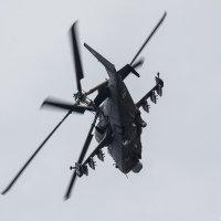 Ка-52 ходил кругами, обеспечивая спецподразделениям поддержку с воздуха :: Павел Myth Буканов