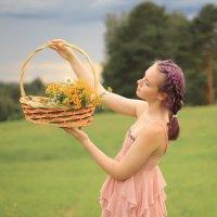 Девочка с корзиной цветов :: Людмила Утешева