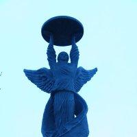 верхушка монумента в честь 300-ия Таганрога :: Vlad Proshin
