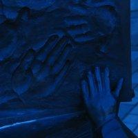 отпечатки рук оставляемые детьми в книгах :: Vlad Proshin