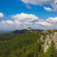 Масштабный вид на Таганайский горный хребет. :: Pavel Vasilev