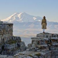 Рассвет на фоне Эльбруса :: Дмитрий Сарманов