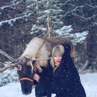 Девушка с оленем :: Юлия Крапивина