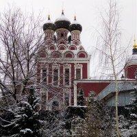 Тихвинский храм   зимой :: Елена Аксамит