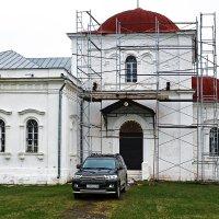 Собирали на церковь, хватило пока только на джип. :: Валерий Пославский