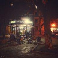 Вечерний кафетерий... Симферополь... :: Сергей Леонтьев