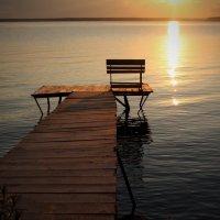 Летние посиделки на закате у моря :: Джон Нэш