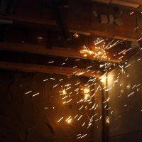 горящая сталь :: Павел Бахарев