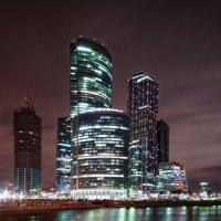 Сити ночью :: Максим Гусельников